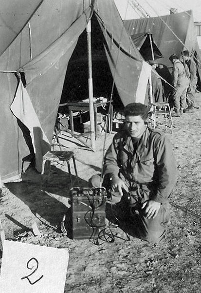 Сержант Сантарелли с рацией.jpg