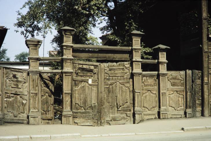 Иркутск ворота.jpg