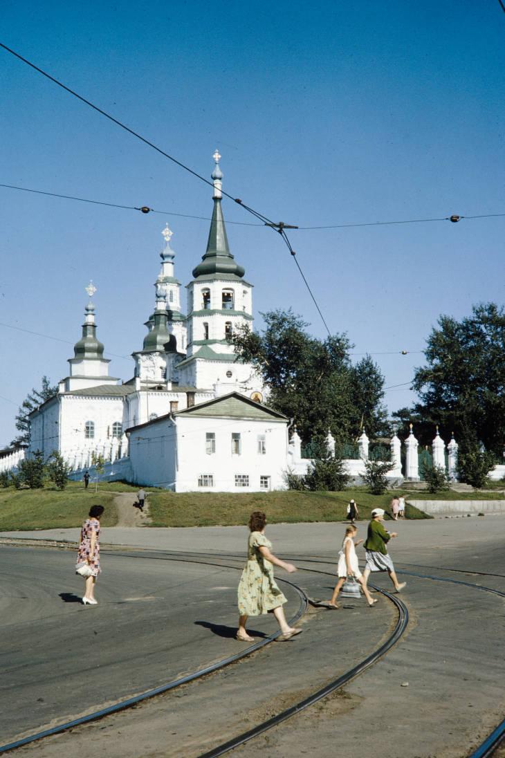 Иркутск крестовоздв церковь 2.jpg