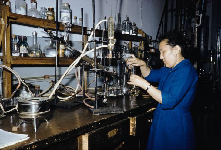 Иркутск студент в лаборатории.jpg