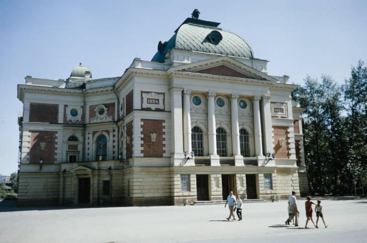Иркутск театр Охлопкова.jpg