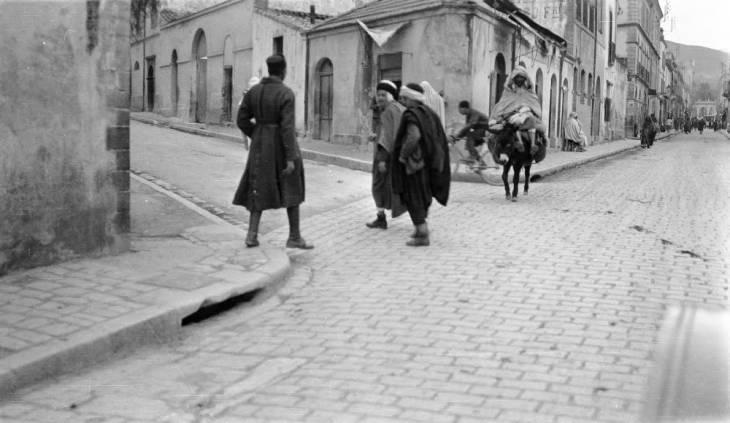 мужчины на улице Булаиды.jpg