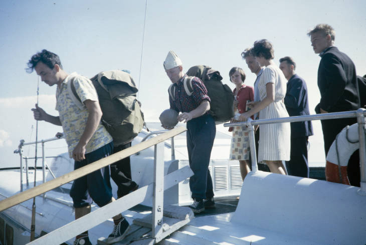 Байкал люди на катере.jpg