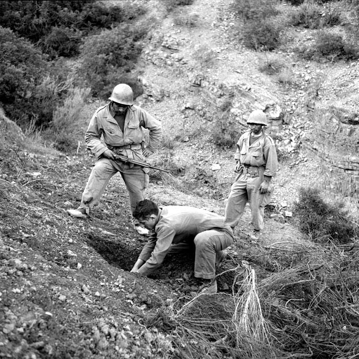 пленник роет тайник 1959.jpg