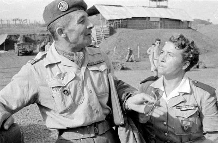 командир парашютистов и дама-офицер.jpg