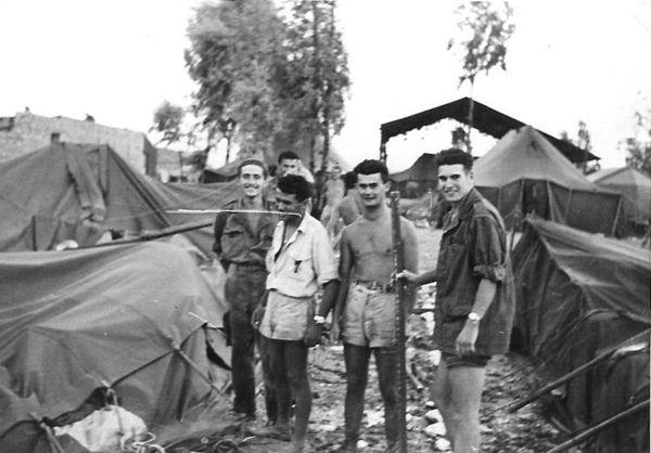 После бури в центре инструкторы собак Лето 1960.jpg