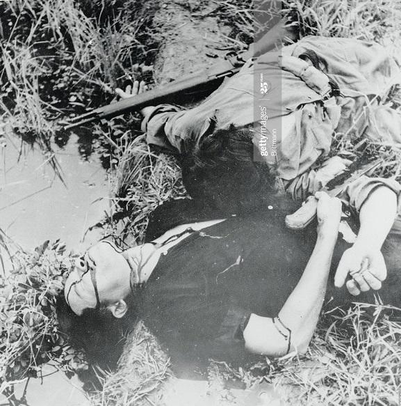 Фр часовой и солдат ВМ 6 нояб 1950 2.jpg