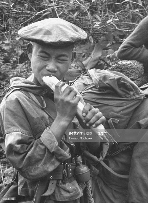 Вьет коммандос есть сах тростник дек 1953 Говард Сохурек.jpg