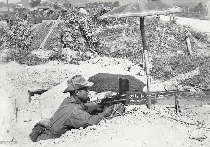 Солдат Фр союза в дельте Кр реки 5 июля 1954.jpg