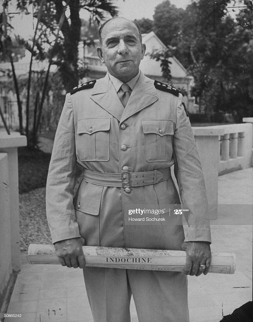 Латтр де 1950 говард сухарек3.jpg
