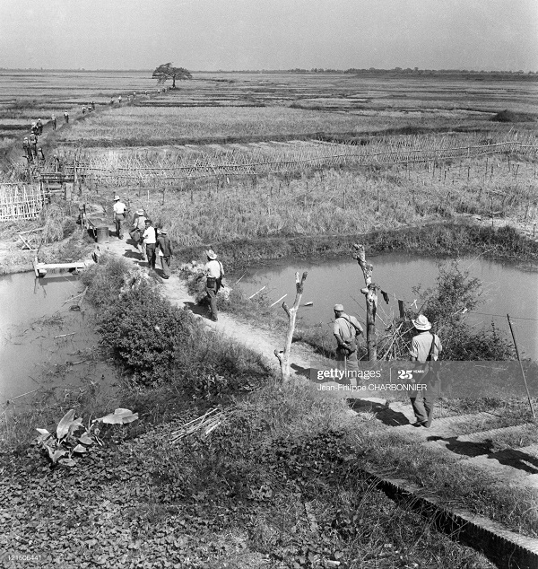 Солдаты в полях 1951 Ж-Ф Шарбоннье.jpg