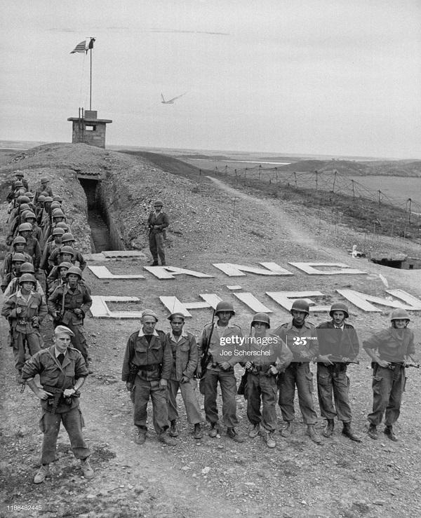 Солдаты и пост 1954 Джозеф Шершель 1.jpg