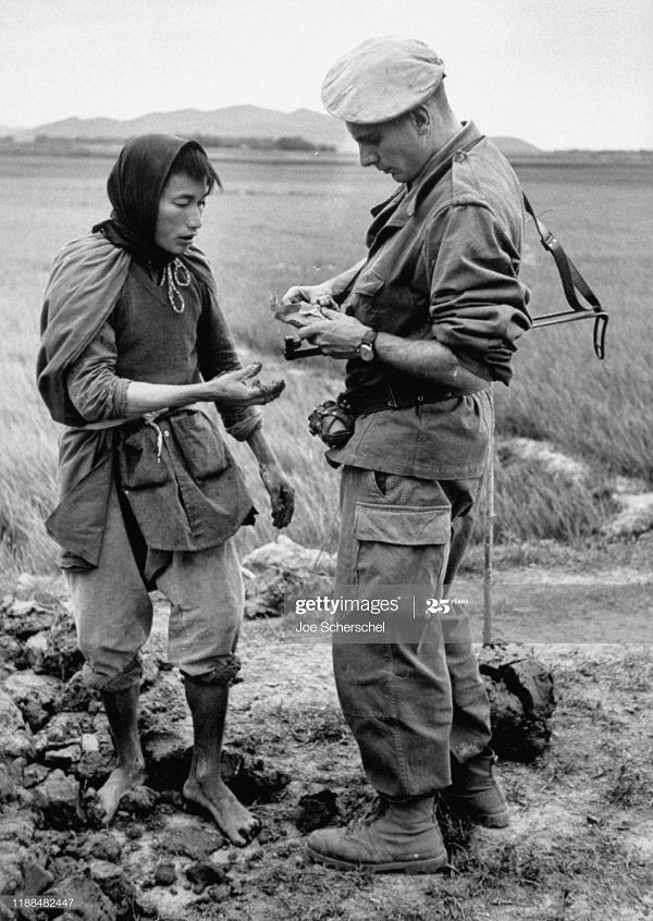 Солдаты и пост 1954 Джозеф Шершель 7 с местн.jpg