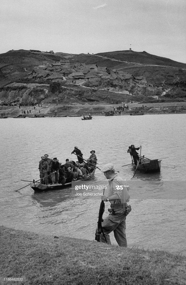 Солдаты и пост 1954 Джозеф Шершель 10 в лодке.jpg
