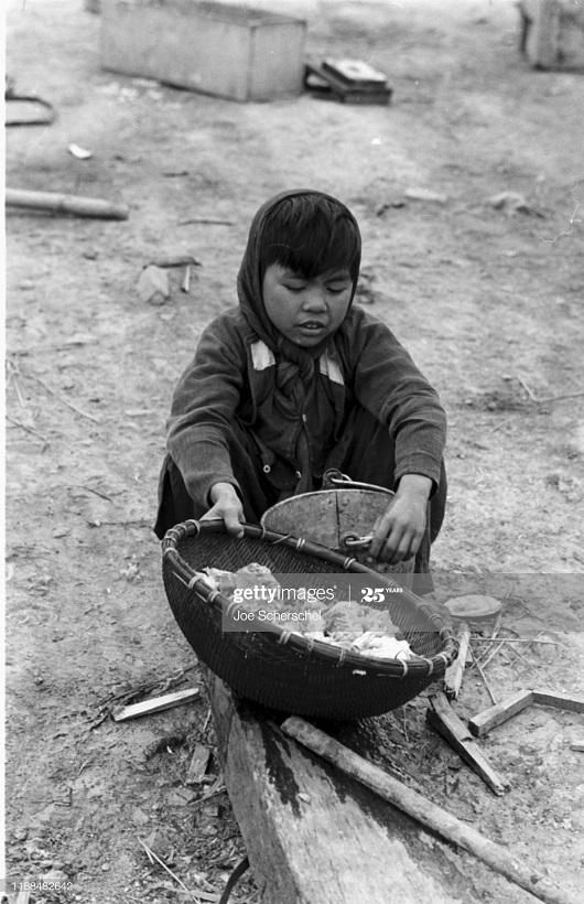Солдаты и пост 1954 Джозеф Шершель 17 ребенок раб 2.jpg