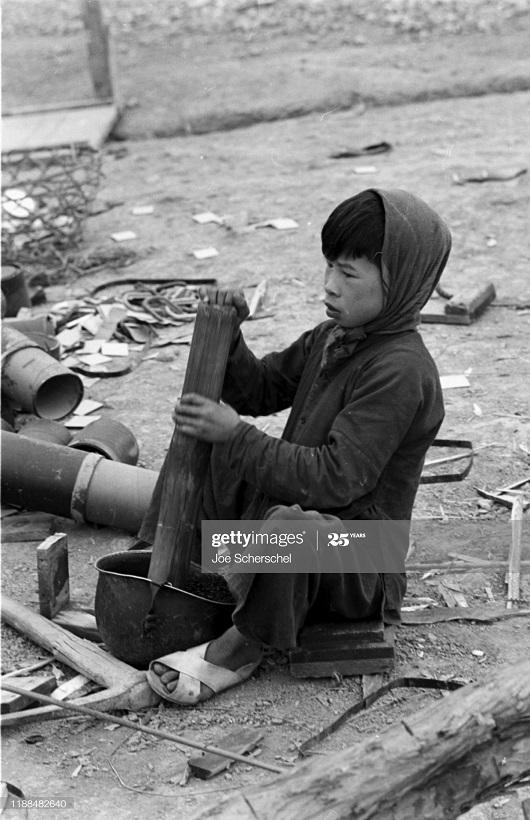 Солдаты и пост 1954 Джозеф Шершель 17 ребенок раб.jpg
