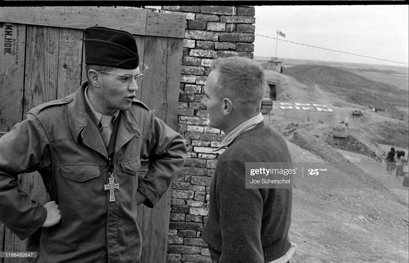 Солдаты и пост 1954 Джозеф Шершель 19 дискуссия.jpg