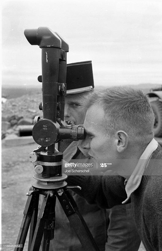 Солдаты и пост 1954 Джозеф Шершель 21 телеметр.jpg