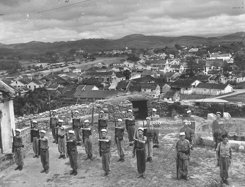 Легионеры в форте Монкэ дек 1950 Говард Сохурек.jpg
