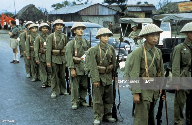Солдаты ВМ в Хайфоне ждут отъезда фр 1954 1955.jpg