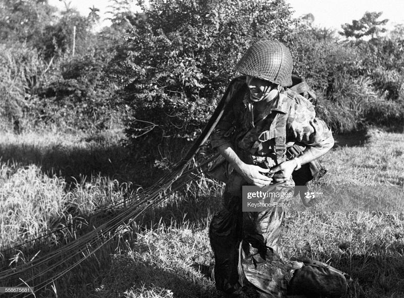 Парашютист морис Додорес в Хоя Бинхе 14 нояб 1951.jpg