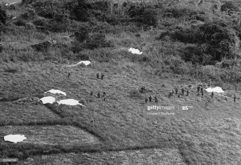Парашютисты ноя 1953 Говард Сохурек4.jpg