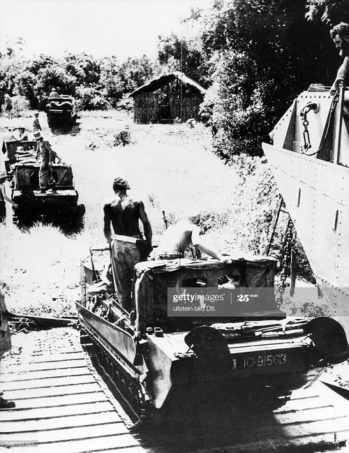 Амфибии во время наст фр в Кохинчине 20 сент 1950.jpg