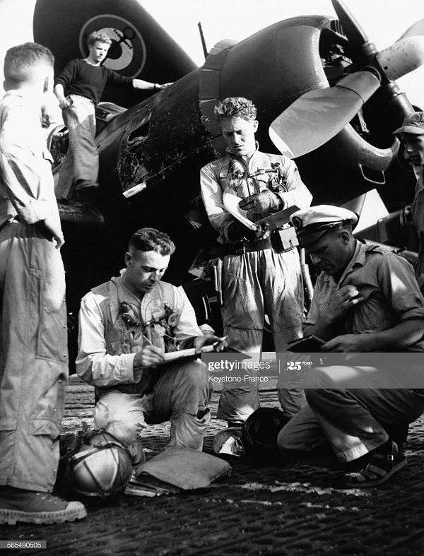 Брифинг пилотов 31 марта 1954.jpg