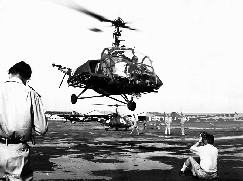 Вертолет на базе в сайгоне 1953.jpg