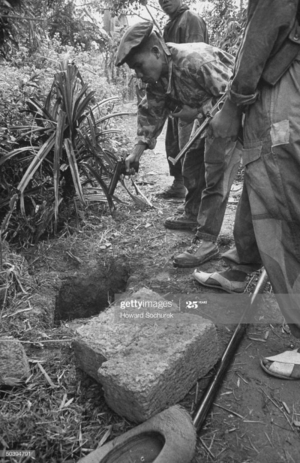 Вьет командос откр тайник дек 1953 говард Сохурек.jpg