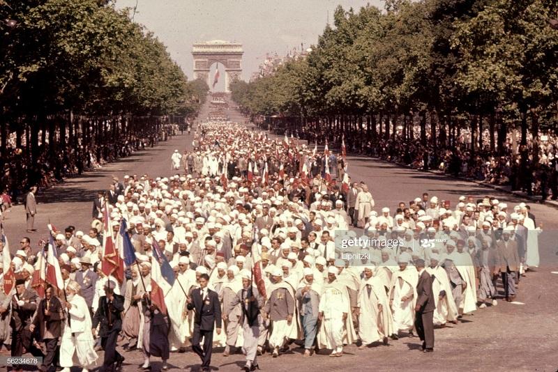 Парад в Париже 14 июля 1958 Роже Вьолле.jpg