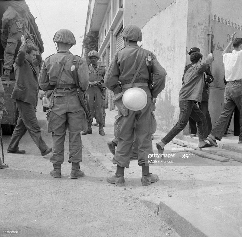 Арест подозр в городе Алжир 17 мая 1956 Ф паж.jpg