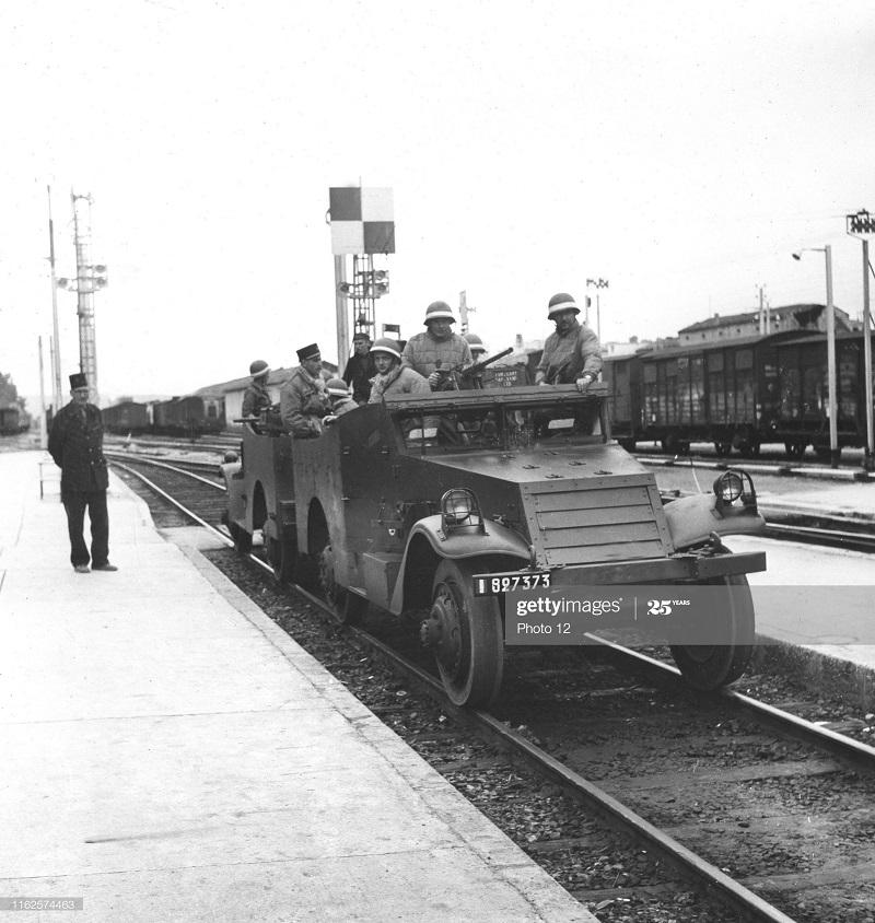 Броневик и поезд май 1956.jpg