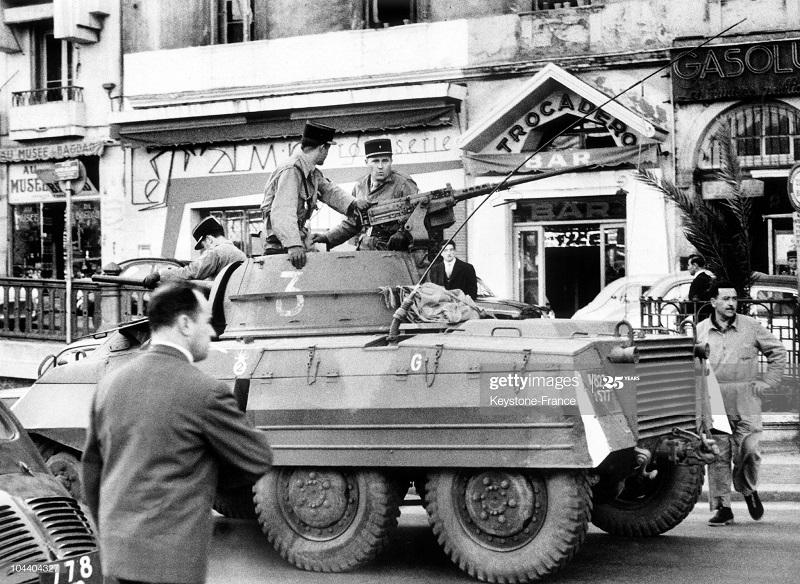 Патруль на улицах г Алжир 02 марта 1962.jpg