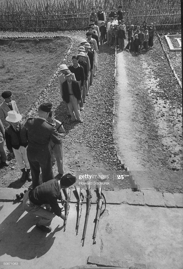 Вьет рекруты дек 1950 Говард Сохурек.jpg