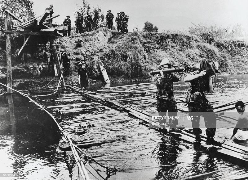 ДБФ Фр и вьет параш восстан мост 4 дек 1954.jpg