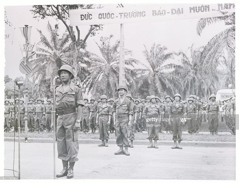 Присяга  вьет солд и нач штаба нгуен Ван нин 16 апр 1954.jpg