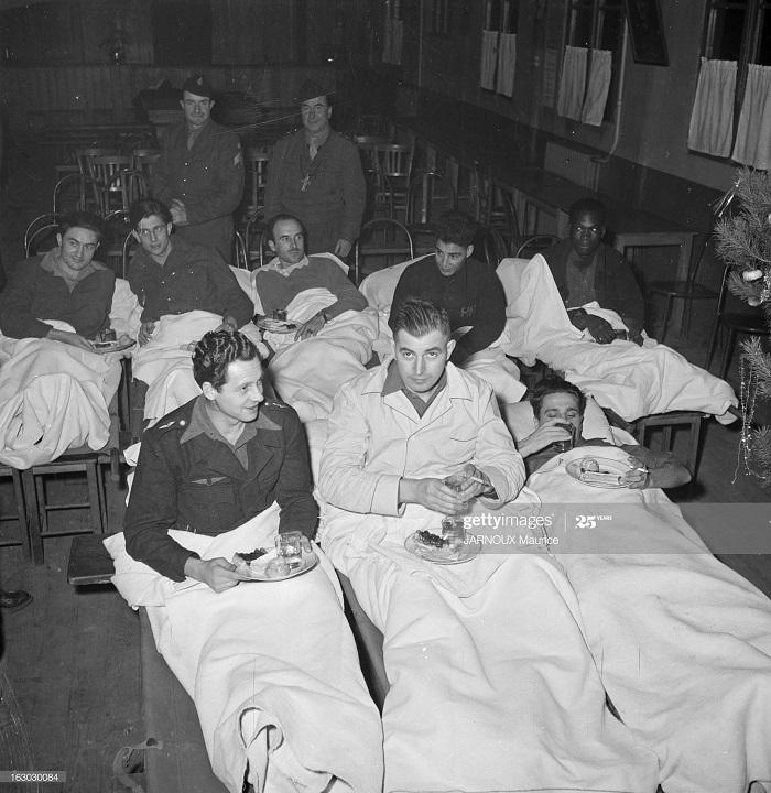 Возвращение раненых во Францию 1948 Морис Жарну.jpg