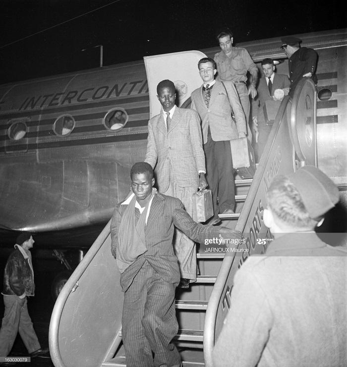 Возвращение раненых из Индокитая 1948 Морис Жарну.jpg