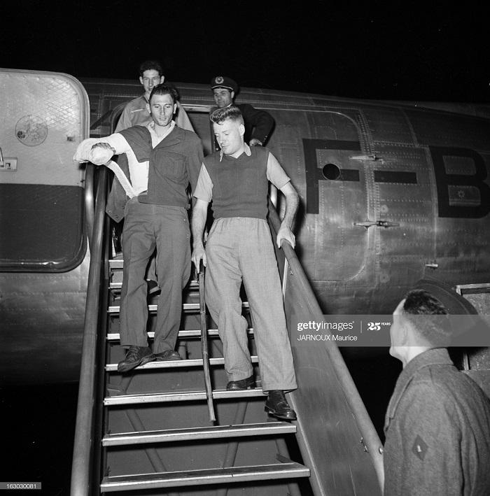 Возвращение раненых из Индокитая 1948 Морис Жарну2.jpg