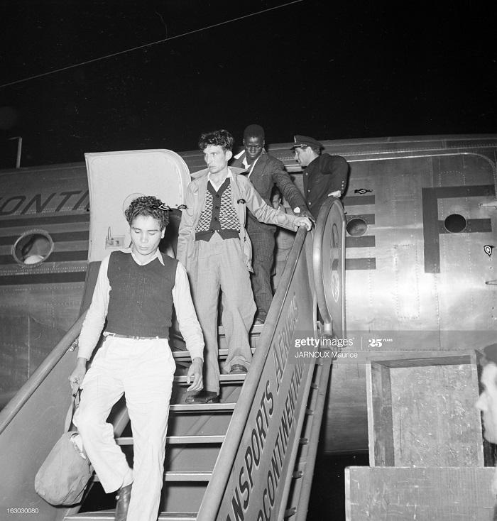 Раненые солд в Париже 4 мая 1954 Говард Сохурек3.jpg