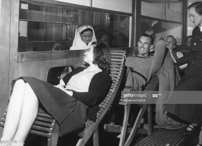 Чехосл студенты сдают кровь для солдат в Инд 22 фев 1952.jpg