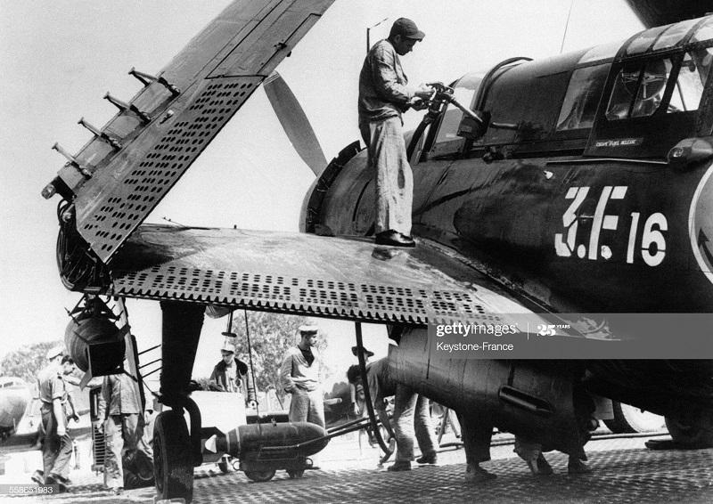 Заправка самолета 10 апр 1954.jpg