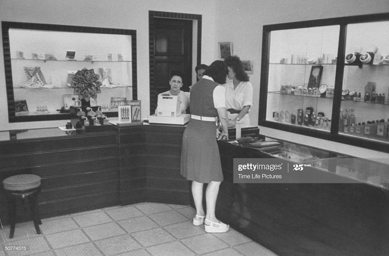 В лавке июль 1948 Джек Бирнс2.jpg