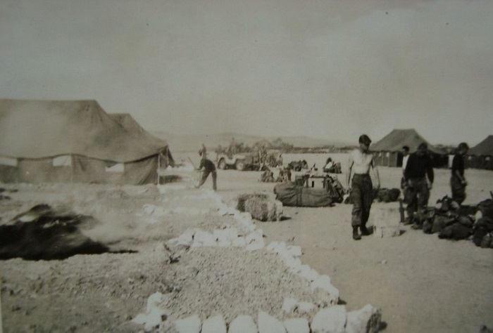 Колон Бешар ждут отправки нояб 1957 2.jpg
