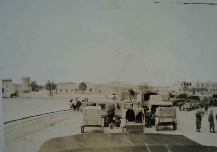 Колон Бешар ждут отправки нояб 1957.jpg