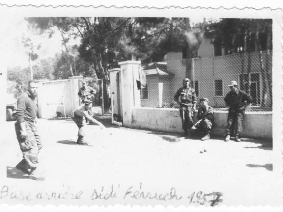 Петанк у базы в Сиди Ферруш 1957.jpg