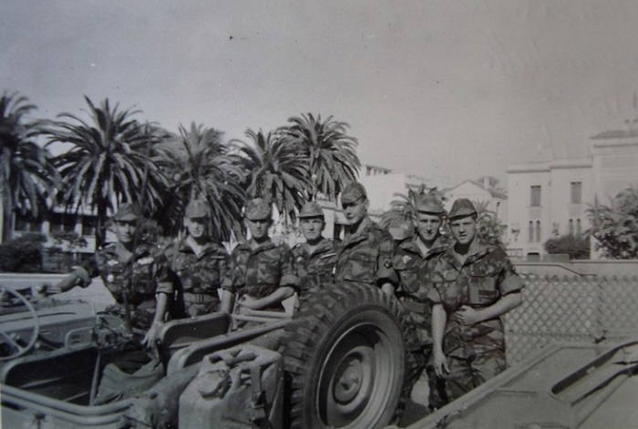 Солдаты на пл Прав в гор Алжир 13 мая 1958.jpg