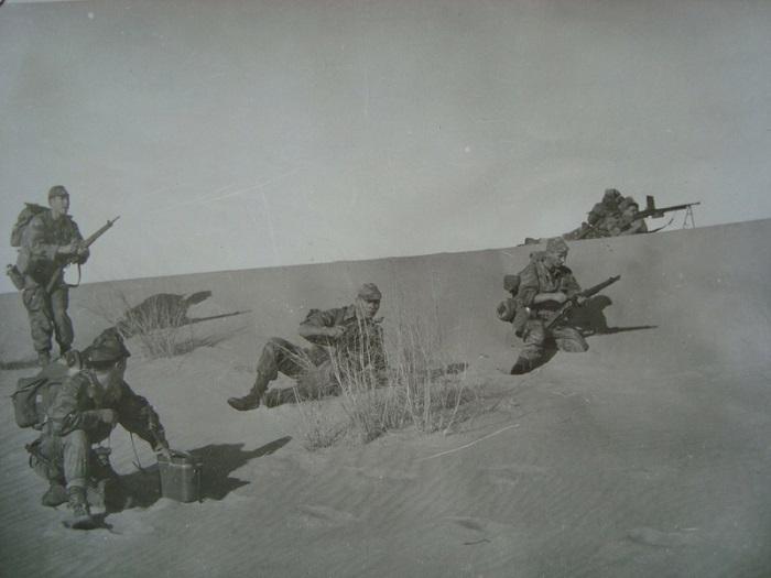Перед атакой враг за дюной.jpg