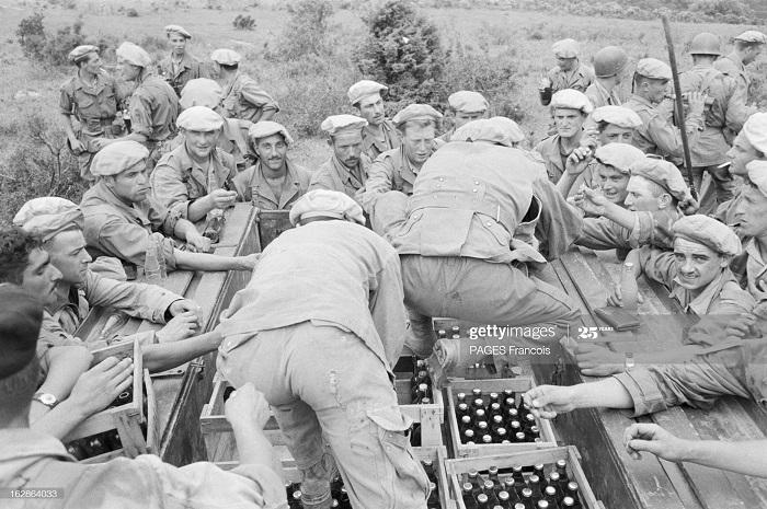 Константины деп север раздача еды 27 мая 1955Ф Паж.jpg